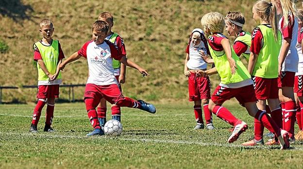 Teknikken får et ordentligt løft efter fodboldskolen. Foto fra 2018 i Nors Ole Iversen