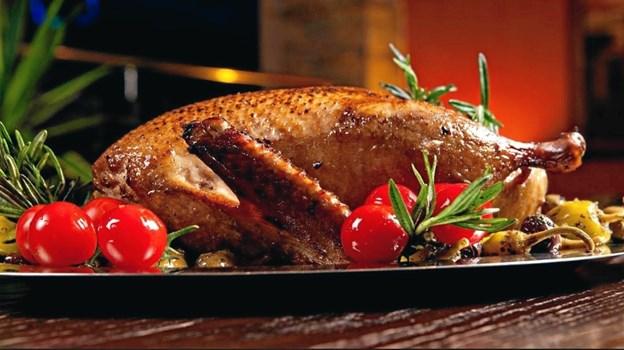 """""""Gåsen er til bageren sendt... """" hedder det Peters jul. Dengang var det ikke alle, der havde ovne - eller ovne, der var store nok til en gås. Arkivfoto:"""