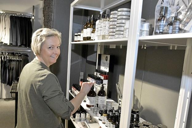 Nu kan pigerne i Hanstholm købe en mascara i byen og noget lækkert kosmetik fra gode danske mærker, siger Janne Holm Andreasen. Foto: Ole Iversen Ole Iversen