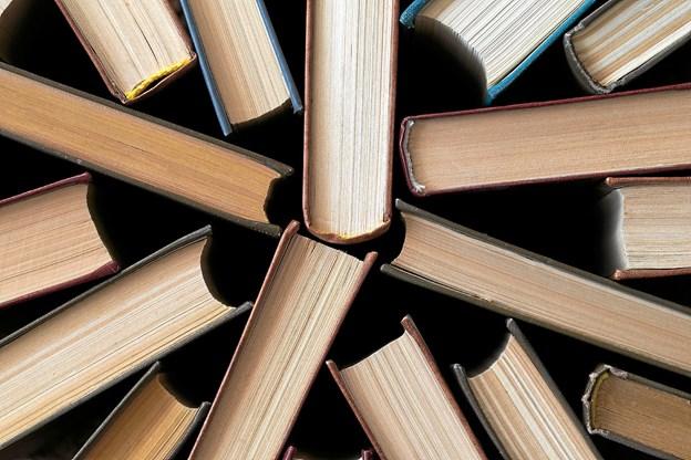 Så er der bogsalg på Sæby bibliotek. Foto: Colourbox.