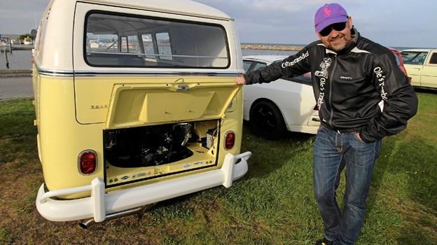 Johnny Bech havde medbragt sin VW Transporter fra 1964. Den har tidligere været brugt som mælkebil. Foto: Jørgen Ingvardsen Jørgen Ingvardsen