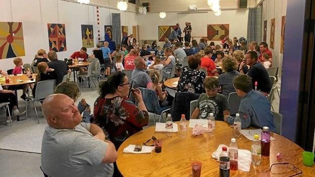 100 forældre og FDF'er i Salling var samlet til afslutningsfest inden sommerferien. Foto: privatfoto