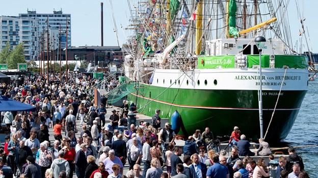 Da det gode vejr endelig kom, var der masser af mennesker her på havnen i Aalborg. Foto: Henrik Bo
