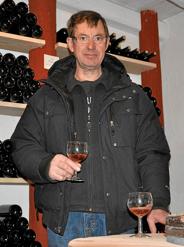 På Melvadvej har Mogens Damsgaard Alderslyst Vingaard med over 3.000 planter. Her er der mulighed for en rundvisning og en smagsprøve af vinen. Gårdbutikken byder på rød-, hvid- og rosévin, olivenolie, oliven, figner m.m. Foto: Ole Torp
