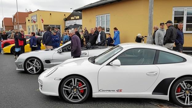 Superbilerne trak mange tilskuer på Vestre Strandvej. Foto: Ole Svendsen