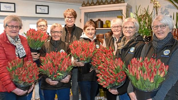 Lions Brunhilde er klar til at udbringe tulipanbuketter. Privatfoto