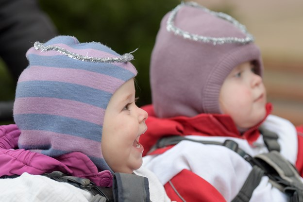 Dagplejebørnene gik Luciaoptog i Brønderslevs gader. Foto: Henrik Louis HENRIK LOUIS