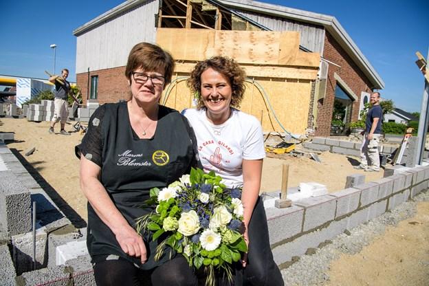 Maren Kristensen (t.v.) og Pernille Kristensen får nu en form for butiksfællesskab på Østerbakken. Moren som ejer og datteren som lejer.Foto: Bo Lehm