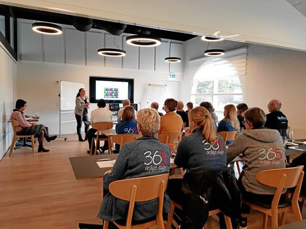 Feriecenteret i Skallerup har sendt knap 100 medarbejdere på et to timers informationsmøde, hvor to frivillige fra Alzheimerforeningen har holdt foredrag om demens og givet medarbejderne værktøjer til at håndtere mennesker med demens. Foto: Skallerup Seaside Resort