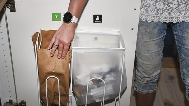 Borgerne sorterer affaldet, men hvad nytter det, hvis det hele alligevel ender samlet i et sort hul? Arkivfoto: Bent Bach