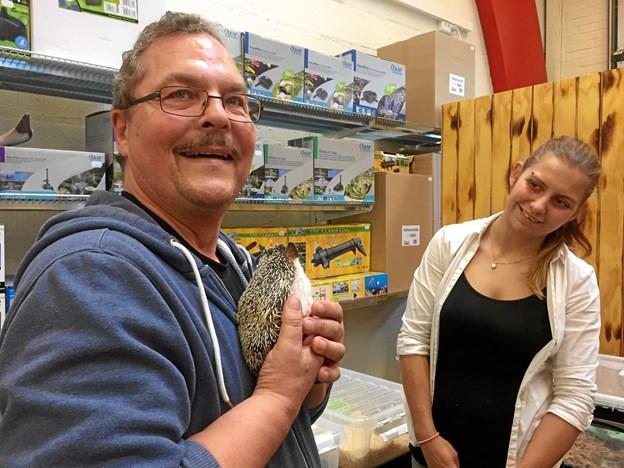 Svend Erik hilste både på slanger og afrikanske pindsvin.