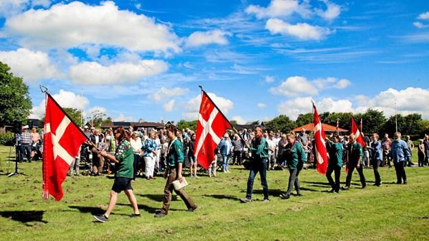 FDF og KFUM gik ind med faner. Foto: Hans B. Henriksen Ole Iversen