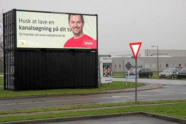 Man skal selv finde programmerne igen, fortæller Stofa på en storskærm ved Mediecentret. Foto: Flemming Dahl Jensen
