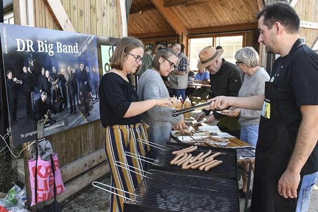 Der var traditionen tro pølser til gæsterne.Foto: Bent Bach