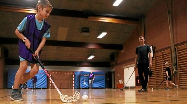 Spillerne fra 1. og 2. klasse træner hver tirsdag kl. 16. Foto: Allan Mortensen Allan Mortensen