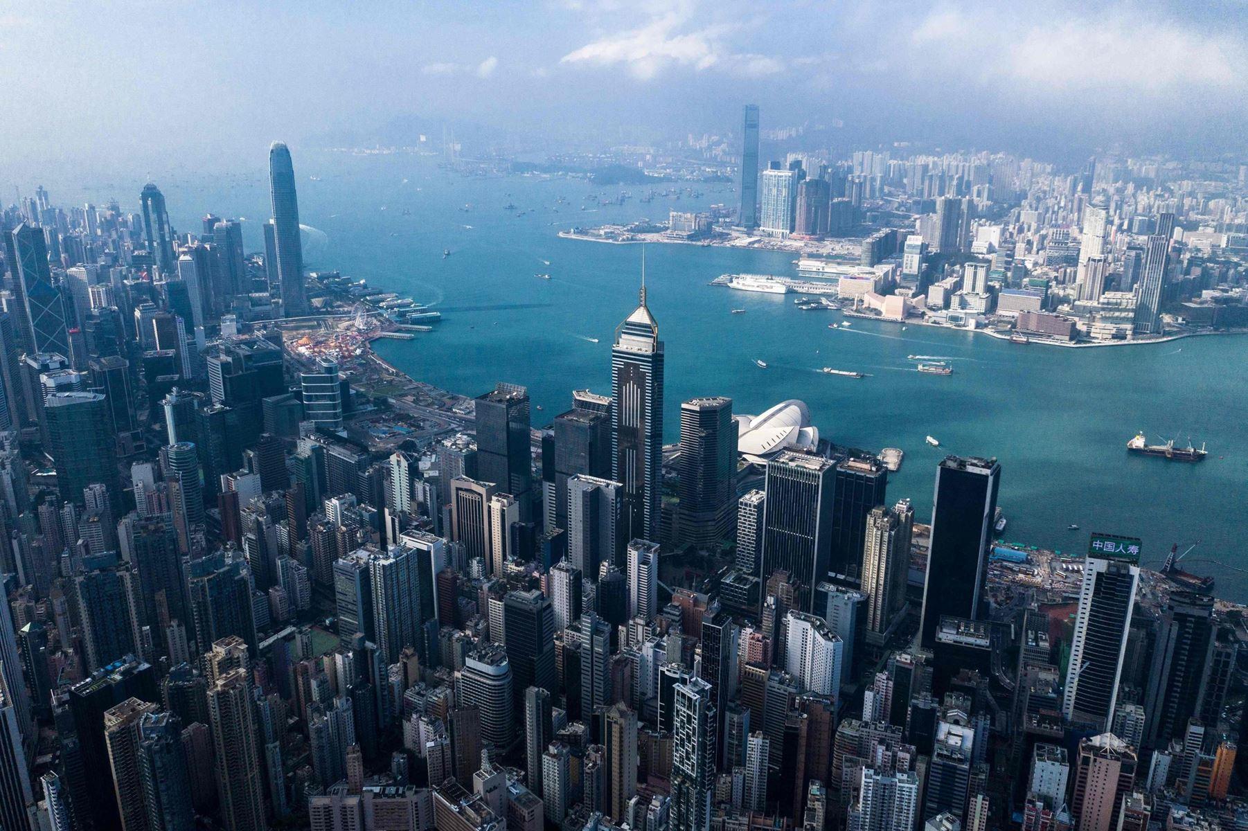 Hongkong mangler plads til den stadig voksende befolkning. Nu vil bystyret bygge kunstig ø på 1000 hektar.