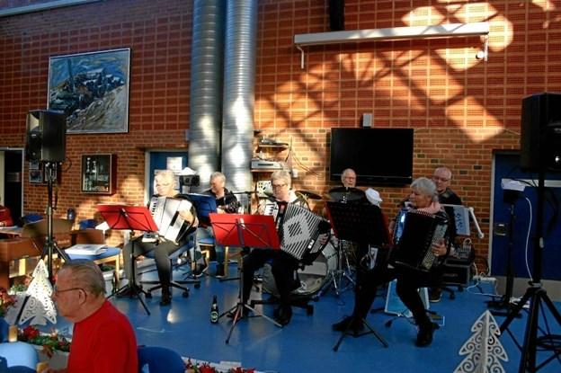 """Lørdag 15. december er der julefrokost i Manegen - og underholdning og dans ved """"Sailors Venner"""". Privatfoto."""