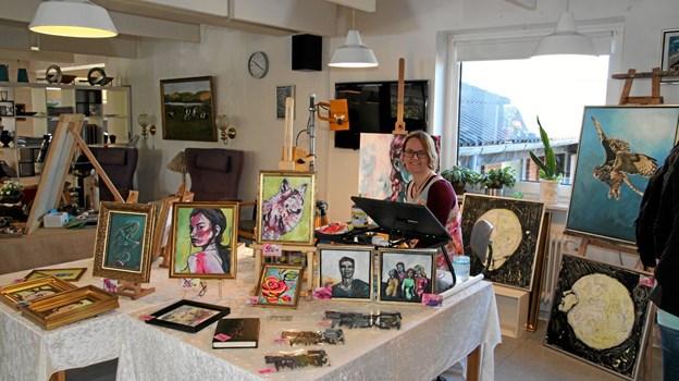 Malerier til salg. Foto: Flemming Dahl Jensen Flemming Dahl Jensen