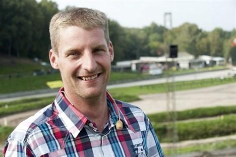 kristian Jørgensen er speaker på banen, og han har klæbehjerne, når det drejer sig om kørernes placeringer og chancer.