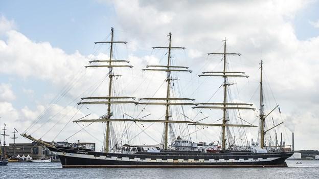 Det er absolut ikke hverdagskost med store og majestætiske sejlskibe i Limfjorden, så det gælder om at nyde synet, når skibene endelig indfinder sig i Aalborg Havn. Arkivfoto: Laura Guldhammer