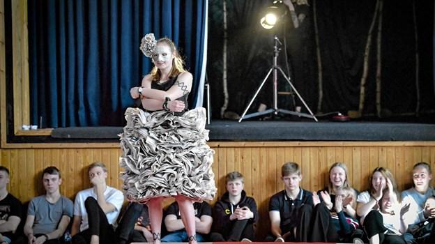 Selv Thisted Posten kunne genbruges til en kjole. Nok ikke til en regnvåd dag. Foto: Ole Iversen Ole Iversen