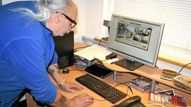 Kurt Jensen bruger hver uge mange timer på at lave radio. Det har han gjort nu i over 25 år.Foto: Jørgen Ingvardsen Jørgen Ingvardsen