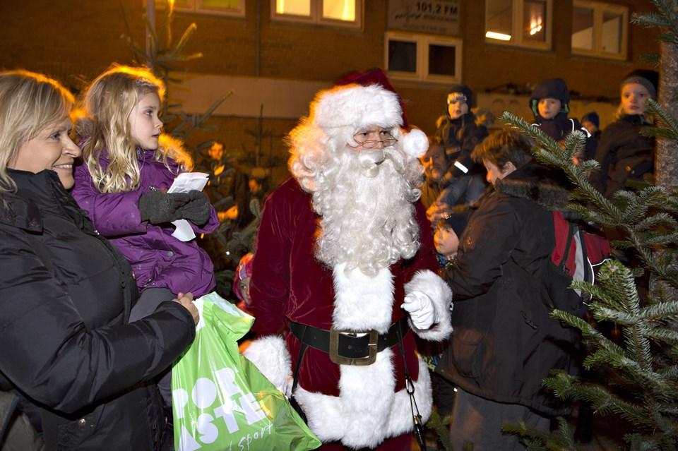 Birgit EriksenBRØNDERSLEV: - Juletræer og flæskesvær, julemanden har sure tæer.