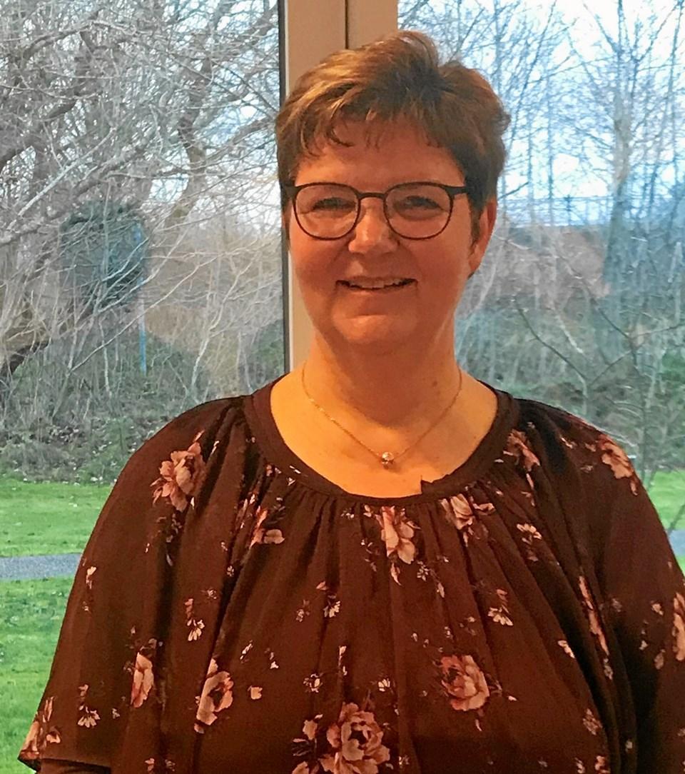 Hospicesygeplejerske og sorgrådgiver Britta Eckhardt fortæller. Privatfoto.
