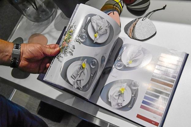 Inspiration kan man finde i den tykke bog om designet.Foto: Ole Iversen