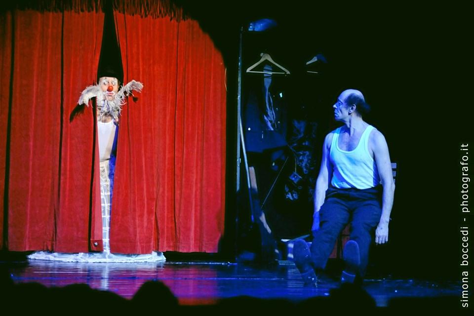 """""""Kunsten at dø"""", som spiller i Arden Kulturhus 5. februar, er fyldt med gags, der kombinerer latter og gråd. Pressefoto"""