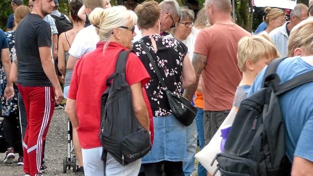 Der var i løbet af tirsdagen mange hundrede mennesker i Fruerlundparken, og flere steder stod folk i kø. Foto: Ejlif Rasmussen