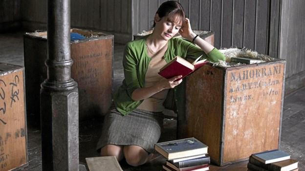 I modgangens mørke finder Florence Green lys gennem kærligheden til litteraturen. Foto: Presse Presse