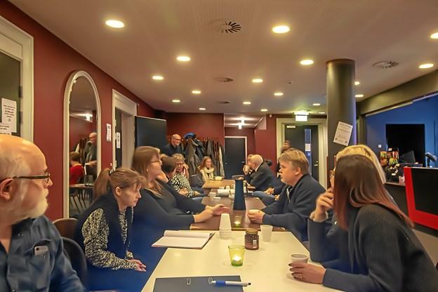 Stormødet i Filmteatret i Hobro havde cirka 30 deltagere. På det næste møde 24. februar præsenteres de nye vagtplaner - og nye biografinteresserede er meget velkomne til at melde sig. Foto: Walter Johannesen