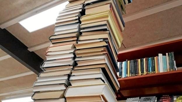 Byg et tårn af bøger. Foto: Jammerbugt bibliotekerne