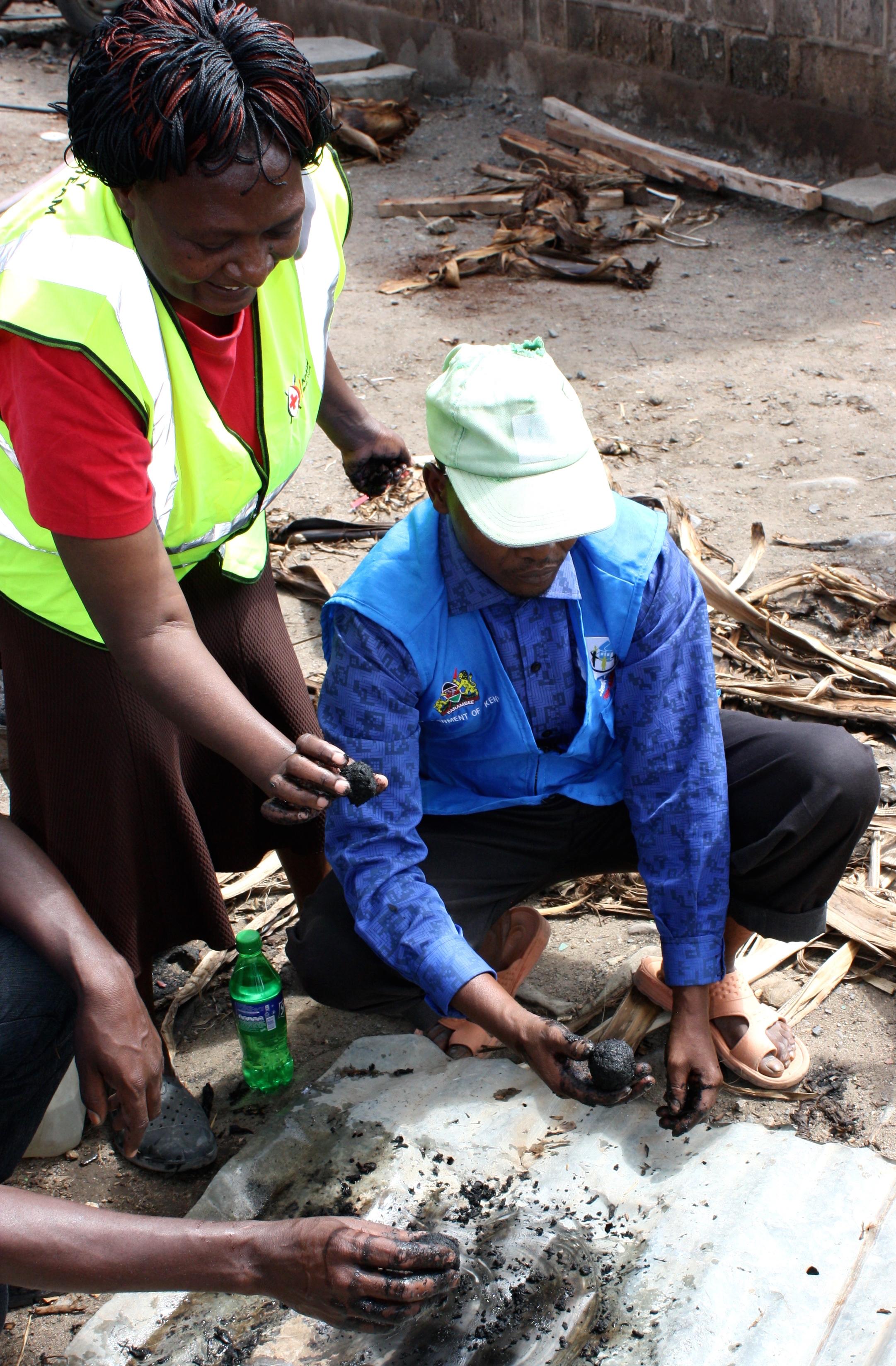 Lokal medarbejder fra Røde Kors hjælper en tidligere kriminel med at skaffe sig et lovligt levebrød. Privatfoto