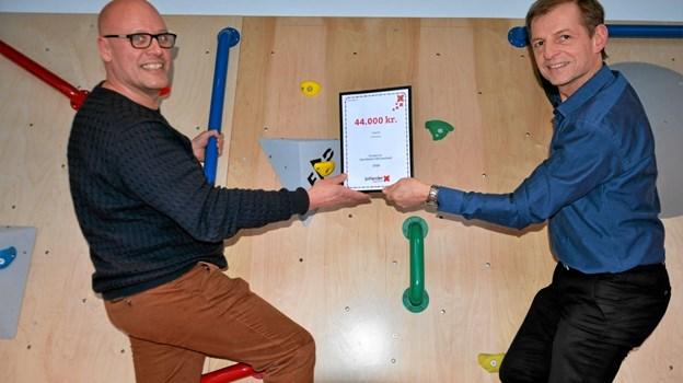 Henrik Harbo, afdelingsdirektør i Jutlander Bank (t.h.) og Claus Jacobsen, centerleder i Arden Hallerne (t.v.). Foto: Jesper Bøss