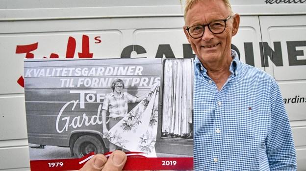 1. juli er det 40 år siden at Erik Toft startede sin gardinforretning op. Konceptet er velafprøvet med tusinder af gardiner og gardineksperten fortsætter. Foto: Ole Iversen