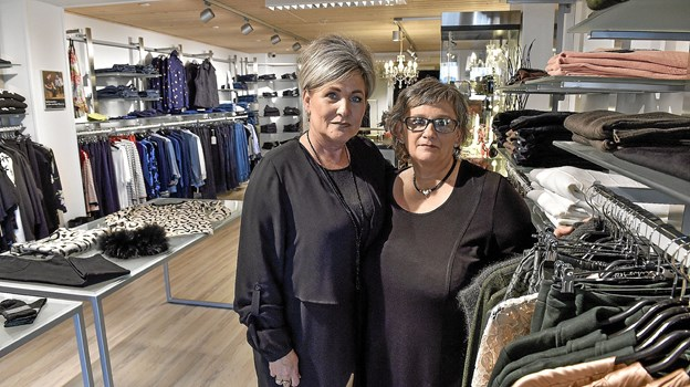 Det er den største omlægning af Søstrene Skaarup i de 17 år Sanne og Grethe har drevet butikken.Foto: Ole Iversen