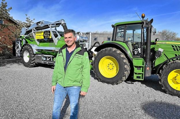 25 år med gylle og slam - Bojesen kan sit kram, har den entreprenante landmand skrevet på sin nye slamvogn. Foto: Ole Iversen