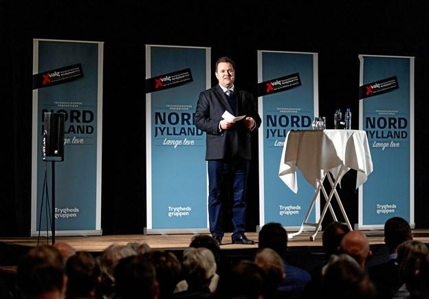 Mads Lebech, nytiltrådt administrerende direktør i TryghedsGruppen, byder velkommen til de mere end 300 fremmødte nordjyder i Hobro Idrætscenter. Privatfoto: Claus Bech