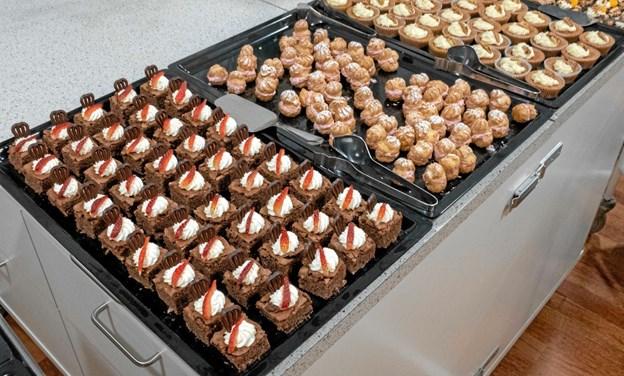 Til kaffen havde køkkenet fremtryllet lækkerier med kager og fromager i rigelige mængder. Foto: Niels Helver Niels Helver