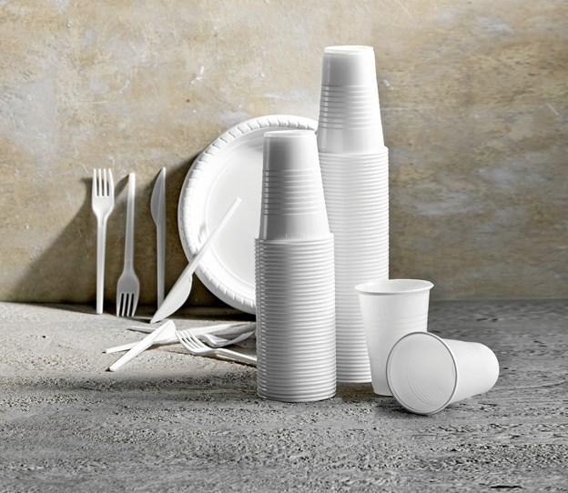 Stop for salg af engangsservice af plastik i føtex gælder for alle 101 føtex-butikker over hele landet inklusiv føtex food. Initiativet er en del af en større plastikstrategi i Salling Group, der driver dagligvarekæderne føtex, Bilka og Netto, om at udfase plastik, hvor det er muligt, og sikre, at mest mulig plastik genanvendes.s