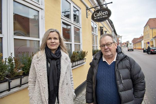 Laila Zielke tiltræder 1. januar stillingen som hotel- og restaurantchef på Det Bette Hotel i Hjørring. Stedet ejes af Bjarne Sørensen alias Bamme, og han glæder sig til samarbejdet. Foto: Kurt Bering