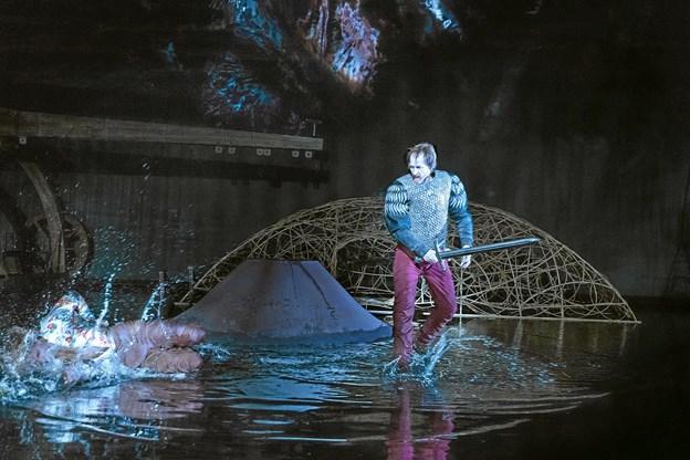 Oplev ur-premiere på Johannes V. Jensens episke mesterværk Kongens fald, som opføres for første gang nogensinde på de skrå brædder. Foto: Miklos Szabo Ole Iversen