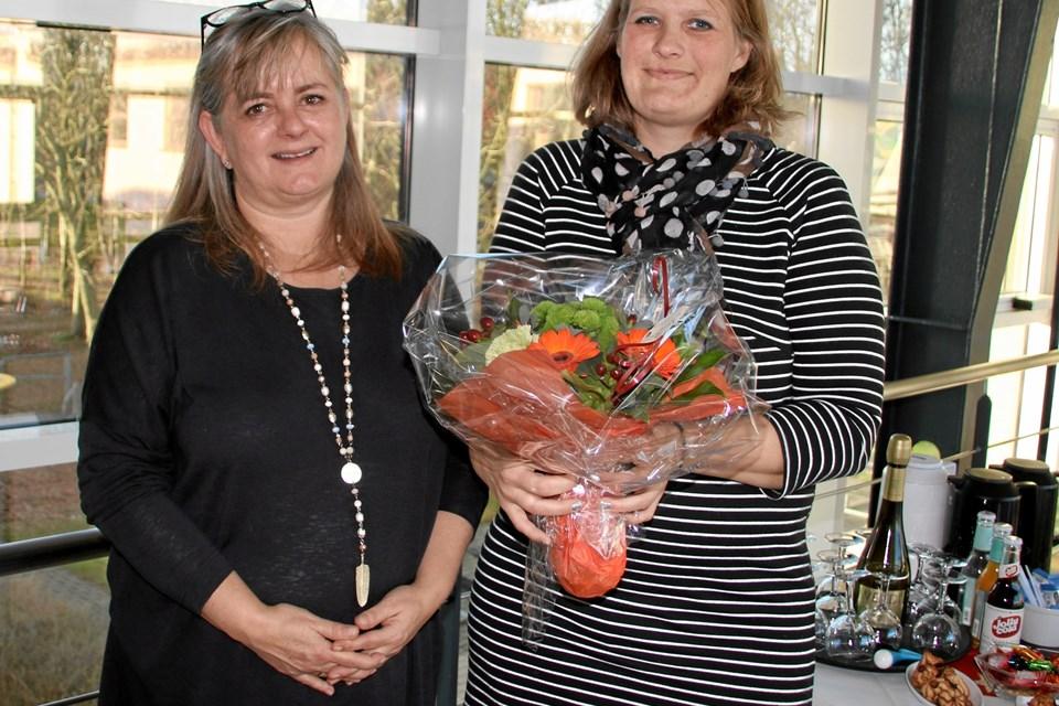 Underviser Annette Holmes fra EUC Nordvest sammen med Teresa Sofie Kristine Jensen, Næsborg, der som den første EUC Nordvest-elev for nylig var oppe til fagprøve indenfor Kontor- og Administrationsområdet. Privatfoto