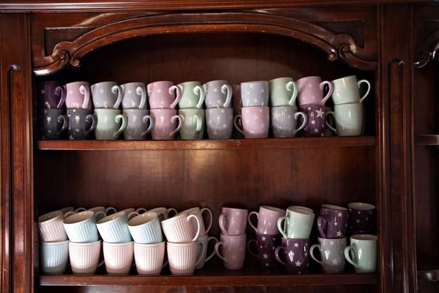 Sloganet for cafeen er 'Temlig Hjemlig', og det kan mærkes så snart, man træder ind ad døren.