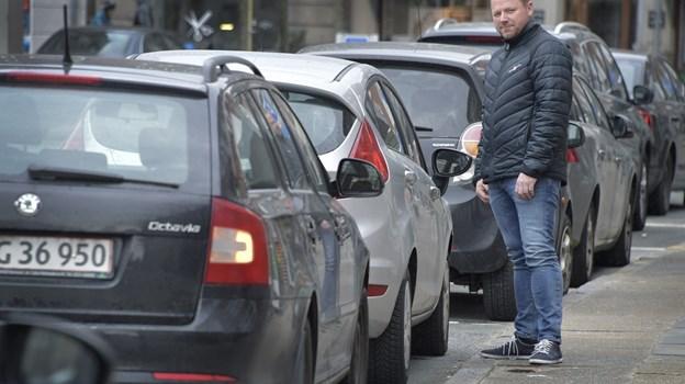Formand for Hjørring Handel, Allan Sørensen, hilser parkeringsvagterne velkomne. Arkivfoto: Bente Poder