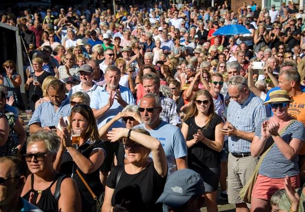 Kirketorvet var sort af mennesker, da Big Fat Snake sidste sommer spillede til by night i Nykøbing. ?Arkivfoto: Bo Lehm