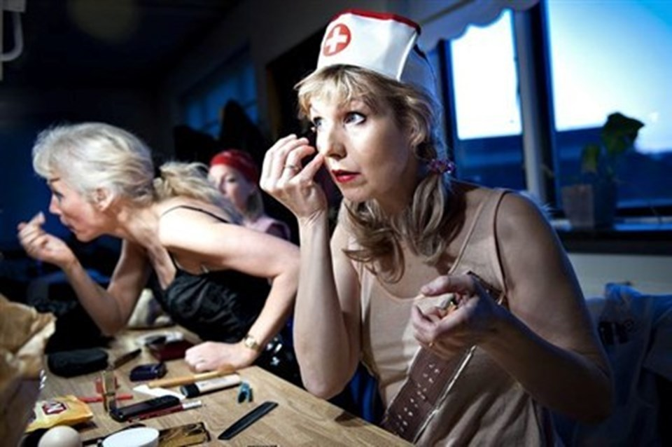 Nej... de er ikke sygeplejersker i det virkelig liv.