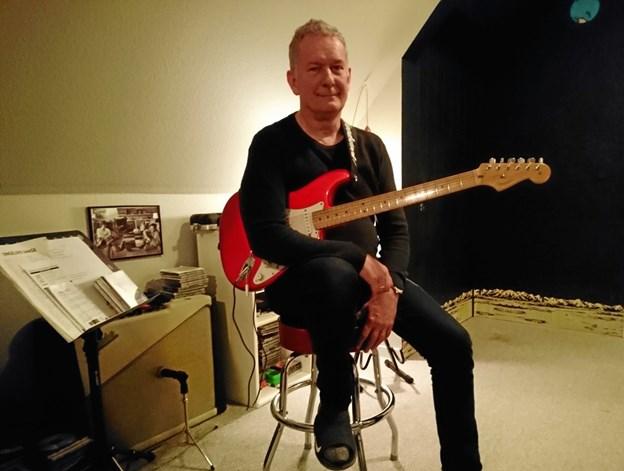 Efter at have hørt Alvin Sørensen på guitar kan Ugeavisen stå inde for, at han mestrer instrumentet.
